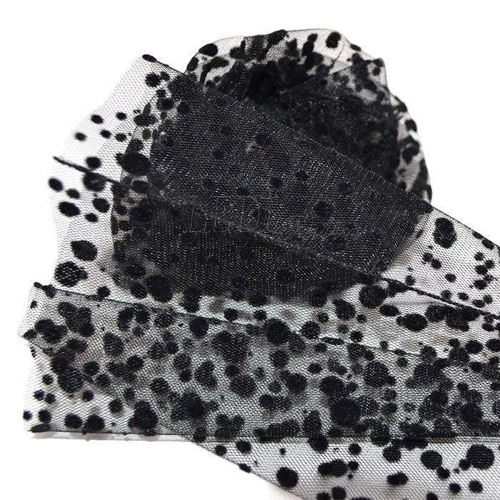 Носки чёрные в горошек разного размера